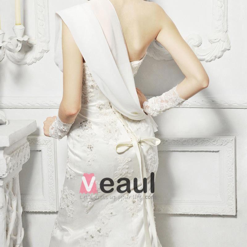Elegant lace trailing fishtail bridal wedding dress