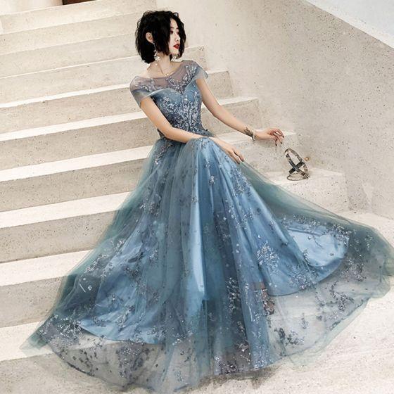 Eleganckie Ciemnoniebieski Przezroczyste Sukienki Wieczorowe 2020 Princessa Kwadratowy Dekolt Kótkie Rękawy Aplikacje Cekiny Długie Wzburzyć Bez Pleców Sukienki Wizytowe