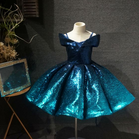Conte de fée Bleu D'encre Anniversaire Robe Ceremonie Fille 2020 Robe Boule De l'épaule Manches Courtes Paillettes Courte Volants Dos Nu Robe Pour Mariage