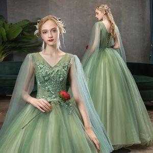 Elegante Lindgrün Ballkleider 2020 Ballkleid V-Ausschnitt Perlenstickerei Strass Spitze Blumen Kurze Ärmel Rückenfreies Lange Festliche Kleider