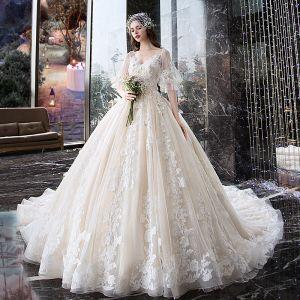 Charmant Champagner Brautkleider / Hochzeitskleider 2019 Ballkleid V-Ausschnitt Applikationen Blumen Spitze Perle 1/2 Ärmel Rückenfreies Königliche Schleppe