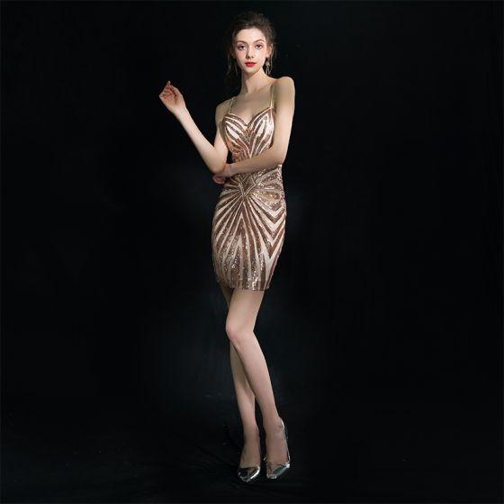 Stylowe / Modne Szampan Krótkie Strona Sukienka 2018 Princessa Spaghetti Pasy Błyszczące Bez Pleców Frezowanie Cekiny Koktajlowe Sukienki Wizytowe