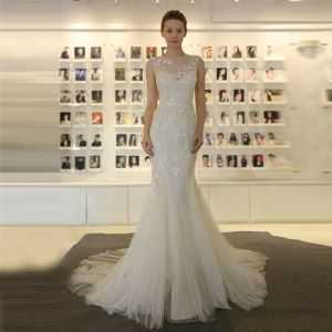 Affordable Chic / Beautiful Wedding Dresses 2017 White Trumpet / Mermaid Chapel Train Scoop Neck Sleeveless Backless Lace Appliques