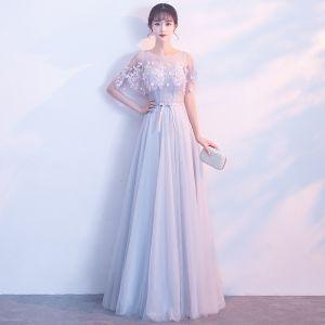 Niedrogie Przezroczyste Szary Sukienki Wieczorowe 2019 Princessa Wycięciem Kótkie Rękawy Aplikacje Z Koronki Kwiat Szarfa Długie Wzburzyć Bez Pleców Sukienki Wizytowe