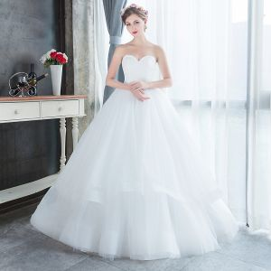 Simple Abordable Blanche Jardin / Extérieur Robe De Mariée 2019 Princesse Amoureux Sans Manches Dos Nu Longue Volants