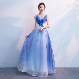 Bling Bling White Gradient-Color Royal Blue Evening Dresses  2018 A-Line / Princess V-Neck Sleeveless Appliques Flower Glitter Tulle Floor-Length / Long Ruffle Backless Formal Dresses