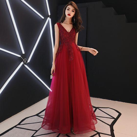 Piękne Burgund Sukienki Wieczorowe 2019 Princessa V-Szyja Bez Rękawów Aplikacje Z Koronki Cekiny Frezowanie Długie Wzburzyć Bez Pleców Sukienki Wizytowe