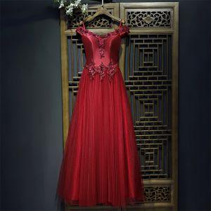Schöne Rot Festliche Kleider Abendkleider 2017 Mit Spitze Blumen Perle Künstliche Blumen V-Ausschnitt Knöchellänge Kurze Ärmel A Linie