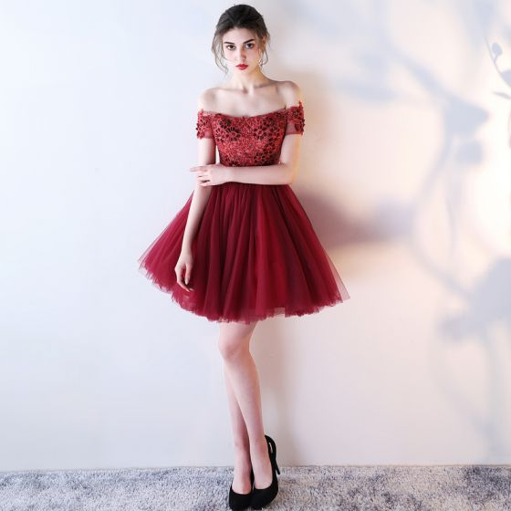 Stylowe / Modne Burgund Sukienki Koktajlowe 2018 Suknia Balowa Przy Ramieniu Kótkie Rękawy Frezowanie Kryształ Kokarda Szarfa Krótkie Wzburzyć Bez Pleców Sukienki Wizytowe