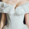 Atemberaubend Aschenputtel Brautkleider 2017 A Linie Off Shoulder Kurze Ärmel Schmetterling Rückenfreies Rüschen Weiß Organza Kapelle-Schleppe