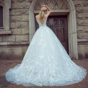 Elegant White Pierced Wedding Dresses 2017 Ball Gown Scoop Neck Sleeveless Backless Appliques Lace Court Train