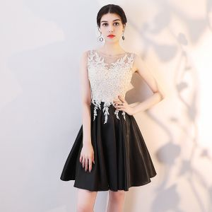 Chic / Beautiful Black Cocktail Dresses 2019 A-Line / Princess Scoop Neck Lace Appliques Rhinestone Sleeveless Short Formal Dresses