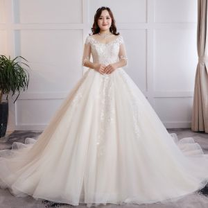 Modest / Simple Champagne Plus Size Ball Gown Wedding Dresses 2019 Tulle V-Neck Appliques Lace Backless Handmade  Chapel Train