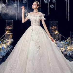 Uroczy Kość Słoniowa Suknie Ślubne 2020 Suknia Balowa Przy Ramieniu Cekinami Cekiny Frezowanie Z Koronki Kwiat Kótkie Rękawy Bez Pleców Trenem Królewski