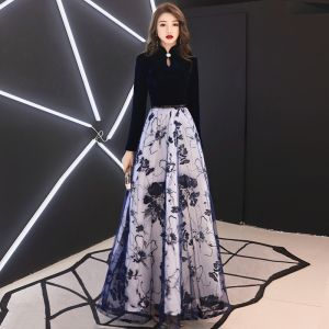 Abordable Style Chinois Bleu Marine Daim Robe De Soirée 2019 Princesse Col Haut Manches Longues Ceinture Appliques En Dentelle Longue Volants Robe De Ceremonie