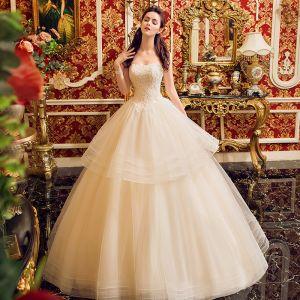 Charmant Champagner Brautkleider / Hochzeitskleider 2019 Ballkleid Bandeau Perlenstickerei Pailletten Spitze Blumen Ärmellos Rückenfreies Lange