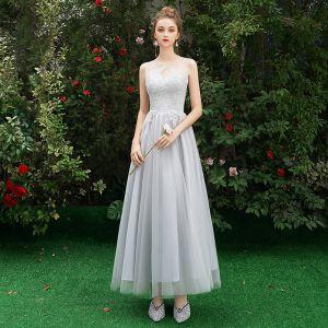 Niedrogie Szary Przezroczyste Sukienki Dla Druhen 2019 Princessa Bez Rękawów Aplikacje Z Koronki Długie Wzburzyć Sukienki Na Wesele
