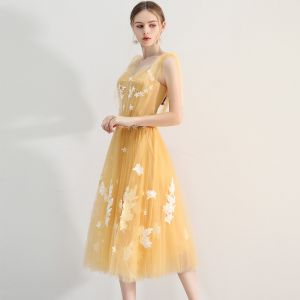 Chic / Beautiful Yellow Homecoming Graduation Dresses 2018 A-Line / Princess Appliques Scoop Neck Backless Short Sleeve Tea-length Formal Dresses