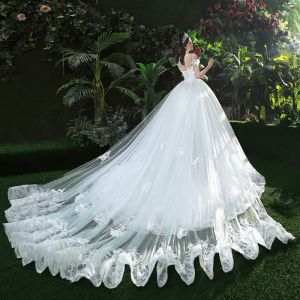 Stunning White Wedding Dresses 2018 Ball Gown Lace Appliques Beading Scoop Neck Backless Sleeveless Royal Train Wedding