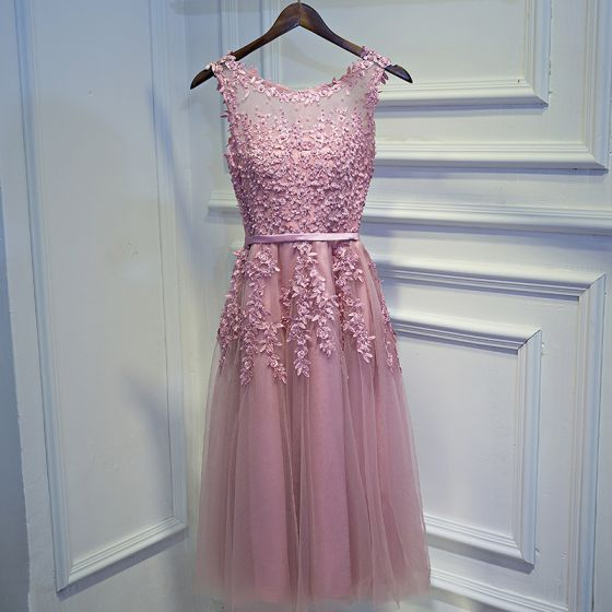 Simple Rose Bonbon Robe Demoiselle D'honneur 2017 Princesse En Dentelle Fleur Perlage Encolure Dégagée Sans Manches Courte Robe Pour Mariage