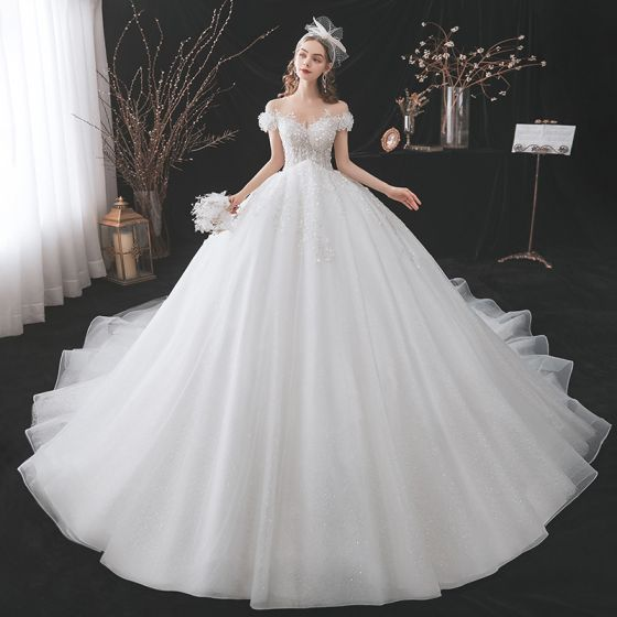 Fabulous Ivory Wedding Dresses 2021 Ball Gown Scoop Neck Beading Pearl Lace Flower Appliques Short Sleeve Backless Royal Train Wedding