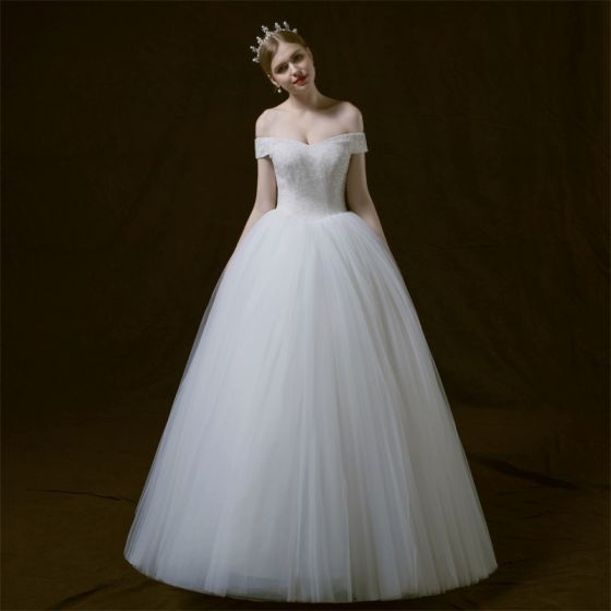 Modest / Simple Ivory Wedding Dresses 2018 A-Line / Princess Off-The-Shoulder Short Sleeve Backless Beading Floor-Length / Long Ruffle