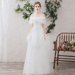 Lätt Vita Stranden Bröllopsklänningar 2019 Prinsessa Av Axeln Pärla Spets Blomma Appliqués Korta ärm Halterneck Långa