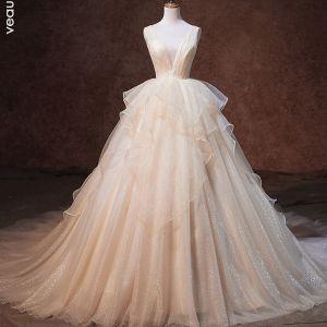 Lyx Champagne Glittriga / Glitter Bröllopsklänningar 2019 Prinsessa Genomskinliga Djup v-hals Ärmlös Halterneck Cascading Volanger