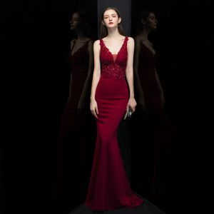 Sexy Burgundy Evening Dresses  2020 Trumpet / Mermaid Deep V-Neck Sleeveless Pierced Appliques Lace Beading Sweep Train Ruffle Backless Formal Dresses