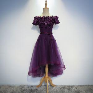Modern / Fashion Grape Homecoming Graduation Dresses 2017 A-Line / Princess Off-The-Shoulder Short Sleeve Lace Appliques Flower Sash Asymmetrical Backless Formal Dresses