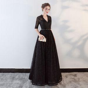 Mode Schwarz Abendkleider 2018 A Linie Perlenstickerei Schleife Spitze V-Ausschnitt Rückenfreies Durchbohrt 1/2 Ärmel Lange Festliche Kleider