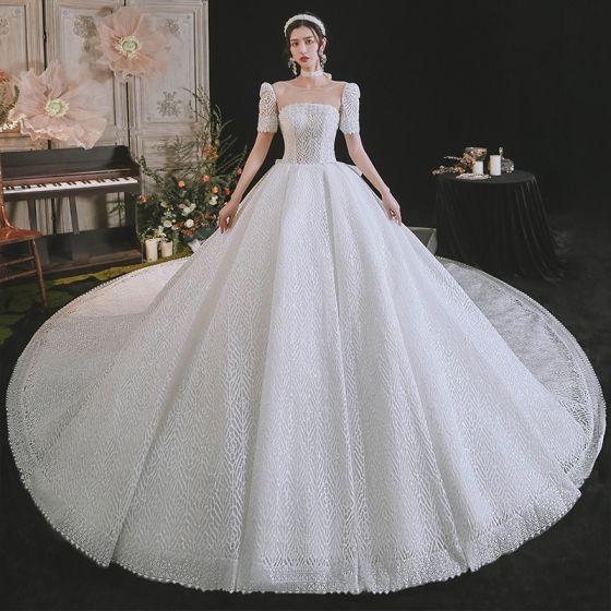 Schlicht High End Weiß Glanz Brautkleider / Hochzeitskleider 2021 Ballkleid Rundhalsausschnitt Kurze Ärmel Rückenfreies Schleife Königliche Schleppe Hochzeit
