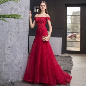 Charming Burgundy Evening Dresses  2019 Trumpet / Mermaid Off-The-Shoulder Beading Crystal Sequins Sleeveless Backless Sweep Train Formal Dresses