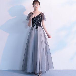 Chic / Belle Noire Robe De Soirée 2019 Princesse V-Cou En Dentelle Fleur Manches Courtes Dos Nu Longue Robe De Ceremonie
