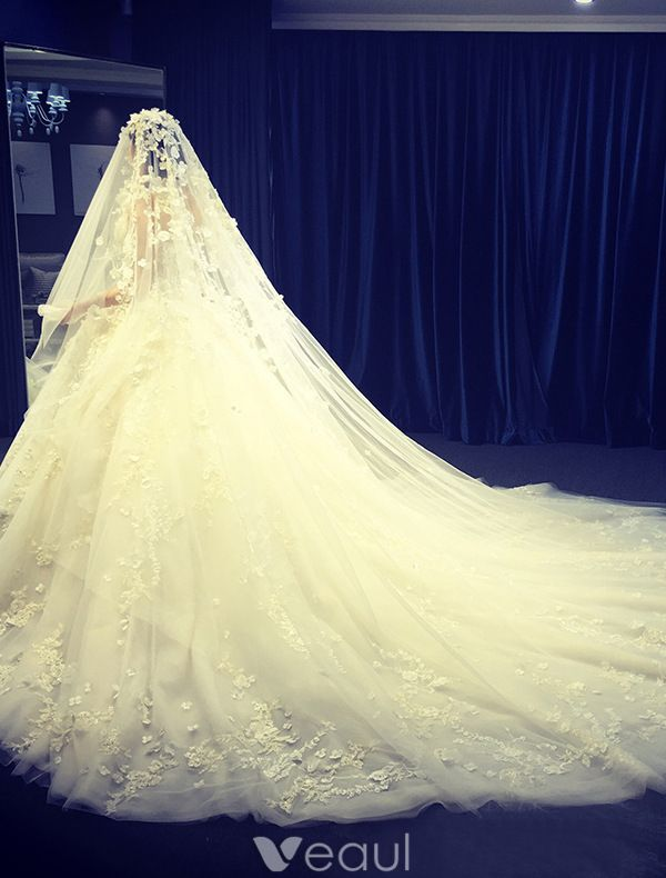 Luxury Wedding Dresses 2016 Ball Gown Strapless Applique Lace Flower Pure Handmade Bridal Dress With 4m Veil
