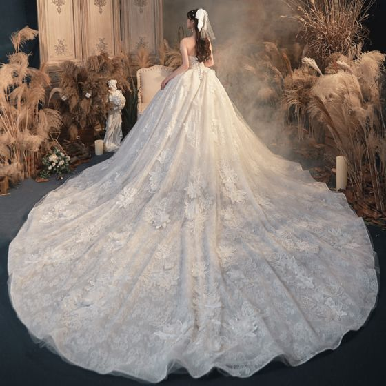 Best Ivory Bridal Wedding Dresses 2020 Ball Gown Sweetheart Sleeveless Backless Appliques Lace Beading Cathedral Train Ruffle