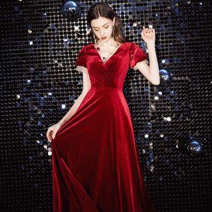 Elegante Rot Abendkleider 2020 A Linie Wildleder Stehkragen Kurze Ärmel Lange Festliche Kleider