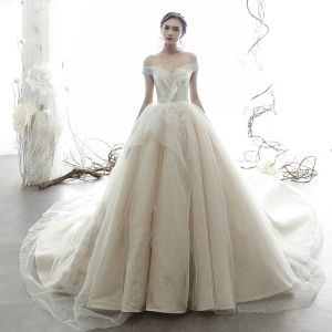 Beste Champagner Brautkleider / Hochzeitskleider 2019 Ballkleid Off Shoulder Kurze Ärmel Rückenfreies Glanz Tülle Kathedrale Schleppe Rüschen