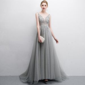 Elegant Grey Evening Dresses  2018 A-Line / Princess Beading Sequins V-Neck Backless Sleeveless Sweep Train Formal Dresses