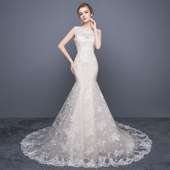 Chic / Beautiful Church Wedding Dresses 2017 White Chapel Train Trumpet / Mermaid Scoop Neck Sleeveless Backless Lace Appliques Rhinestone