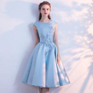 Chic / Belle Bleu Ciel de retour Robe De Graduation 2018 Princesse Brodé Encolure Dégagée Dos Nu Sans Manches Mi-Longues Robe De Ceremonie