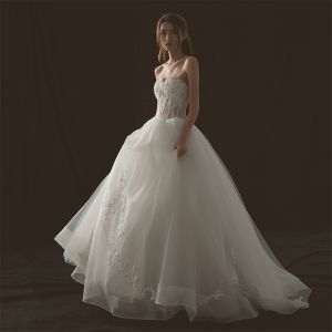 Illusion Ivory Wedding Dresses 2018 Ball Gown Sweetheart Sleeveless Backless Appliques Pierced Lace Sweep Train Ruffle