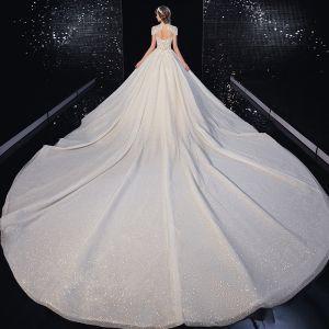 Luxe Champagne Glitter Robe De Mariée 2020 Princesse Encolure Dégagée Perlage Gland Faux Diamant En Dentelle Fleur Manches Courtes Dos Nu Royal Train