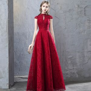 Chinese style Burgundy Evening Dresses  2019 A-Line / Princess Beading Lace Crystal Scoop Neck Cap Sleeves Backless Floor-Length / Long Formal Dresses
