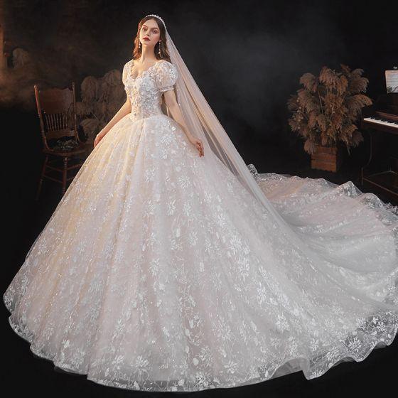 Viktoriansk Stil Elfenben Spets Blomma Bröllopsklänningar 2021 V-Hals Korta ärm Halterneck Royal Train Bröllop