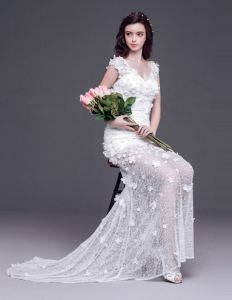 2015 Short/Mini V-neck Handmade Lace Flowers Court Train Transparent Wedding Dress