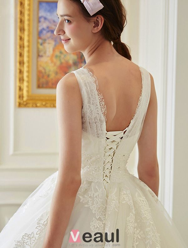 2016 Elegant Lace V-neck Ball Gown Applique Lace Wedding Dress With Rhinestone