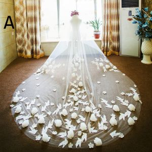 Amazing / Unique White Wedding 2017 Appliques Tulle Wedding Veils