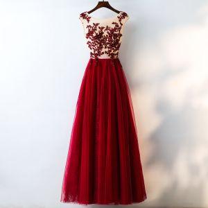 Schöne Rot Abendkleider 2017 A Linie Mit Spitze Blumen Kristall Künstliche Blumen Rundhalsausschnitt Ärmellos Knöchellänge Abend