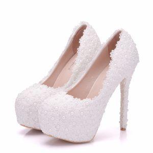 Hermoso Blanco Zapatos de novia 2018 Con Encaje Flor Perla 14 cm Stilettos / Tacones De Aguja Punta Redonda Tacones